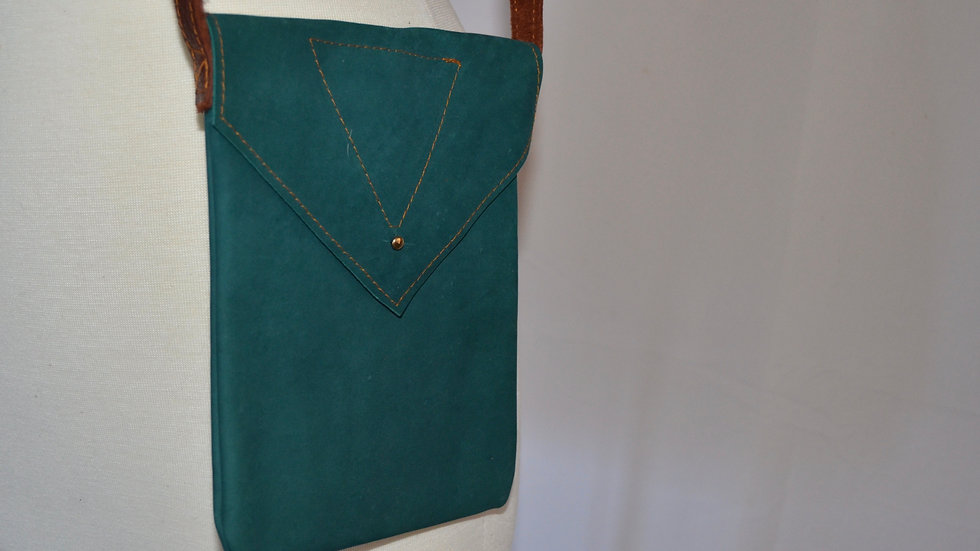 Emerald Green Leather Pouch with Triangle (pointed flap)