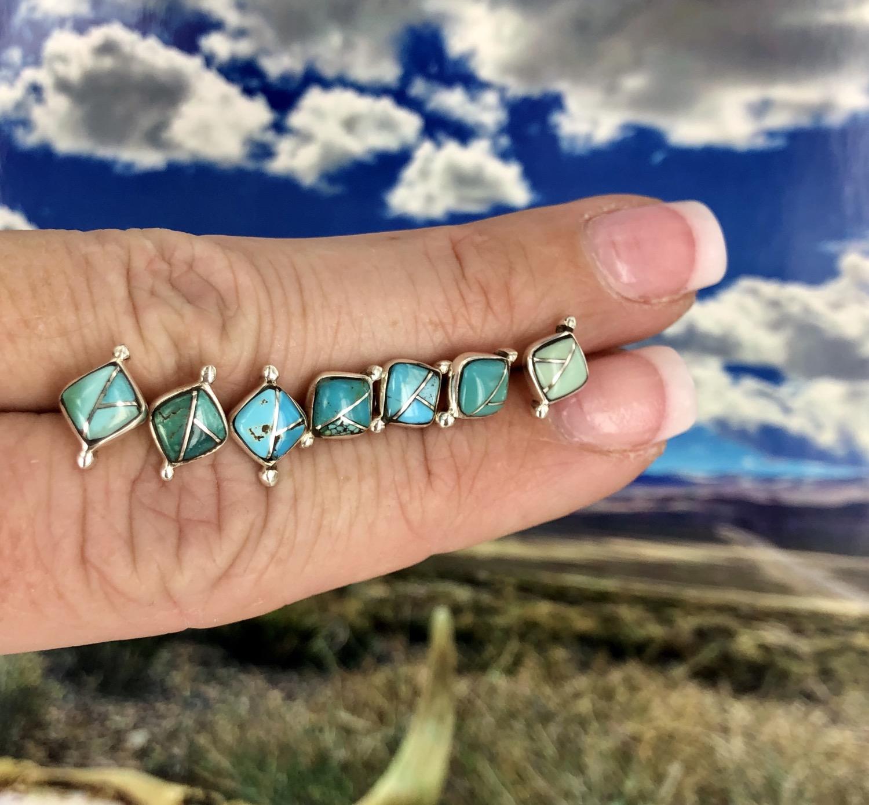 Fais de beaux rêves: Beautiful Dreams {small turquoise diamond earrings}