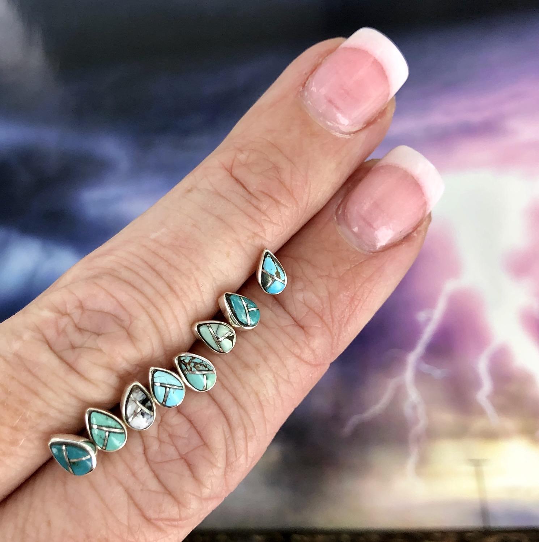 Goutte de pluie: Raindrops {small turquoise teardrop earrings}