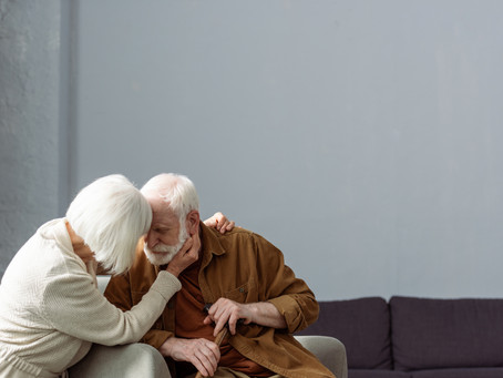 Dementia Warning Signs: The Difference Between Old Age and the Diagnosis