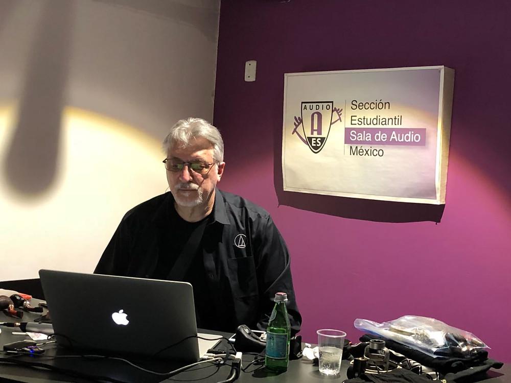 Foto 1. Frank Filipetti en conferencia en Sala de Audio