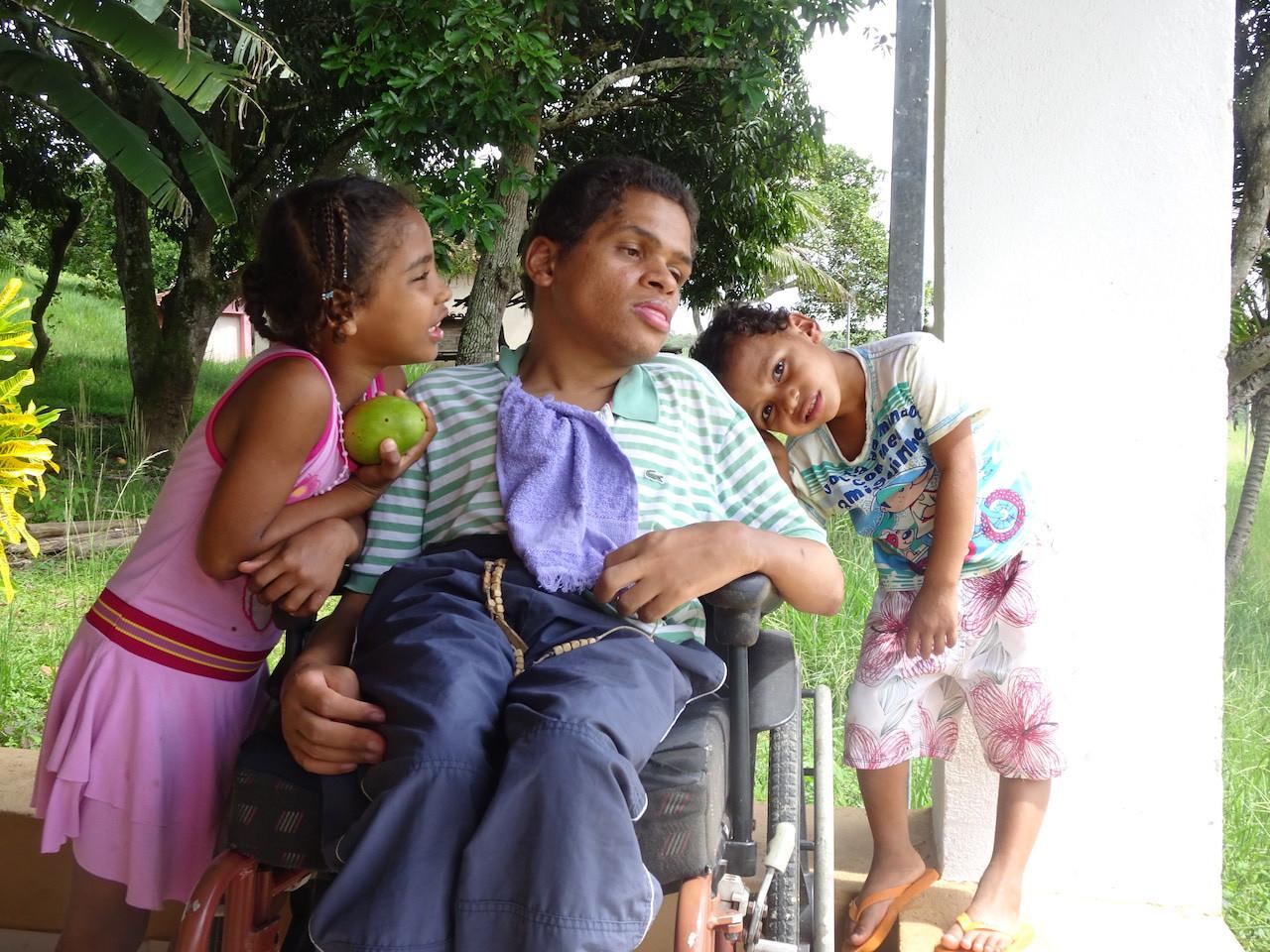Crianças com Diego