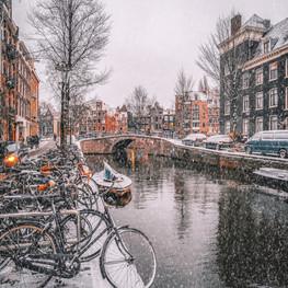 Snowy Amsterdam Canal.jpg