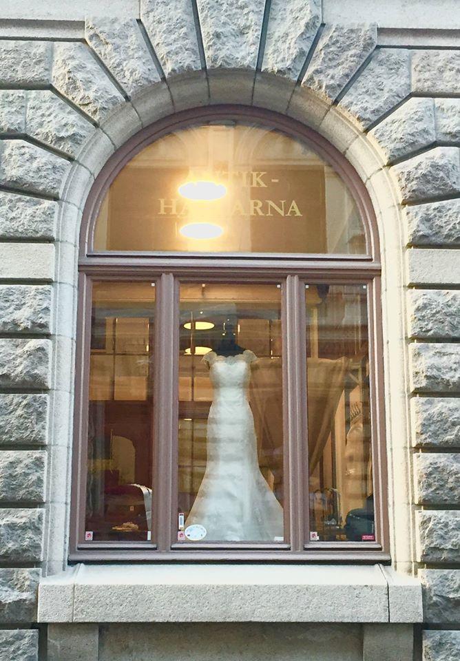 e40fe9ad32e6 Nya Bröllop butik i Göteborg   Ivory & Grace   Nordens största  bröllopsbutik   exklusiva brudklänning