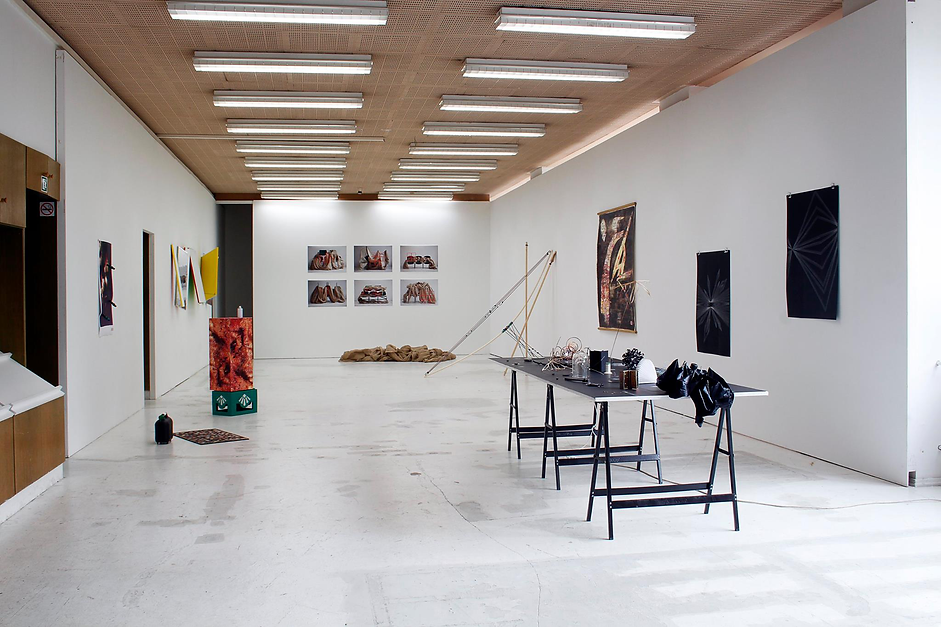 Tyler Mallison: Untitled (Chair Constructions), 2014, Installation view: Autocenter Contemporary Art Berlin, Germany