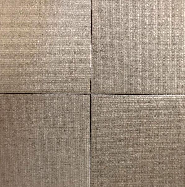 千葉県の船橋市でうまれた五十嵐畳店。 船橋に住む皆様や千葉に現場を持つ法人のお客様を中心に畳の注文をいただき、 創業56年が経った畳屋です。畳(琉球畳・縁なし畳・縁つき畳・カラー畳・和紙畳)の張替えを検討するみなさまに良心的な価格で 畳の表替えや新調、裏返しなどの交換や、畳処分を対応させていただきました。 千葉県船橋市、千葉市、習志野市、市川市、八千代市、鎌ヶ谷市の畳張替えなどのリフォーム工事なら五十嵐畳店にお任せください。琉球畳の写真を表現しています。
