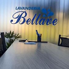 Visão interna da recepção da Lavanderia Bellave