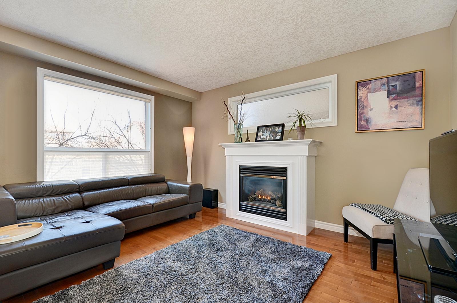 21 Living Room.jpg