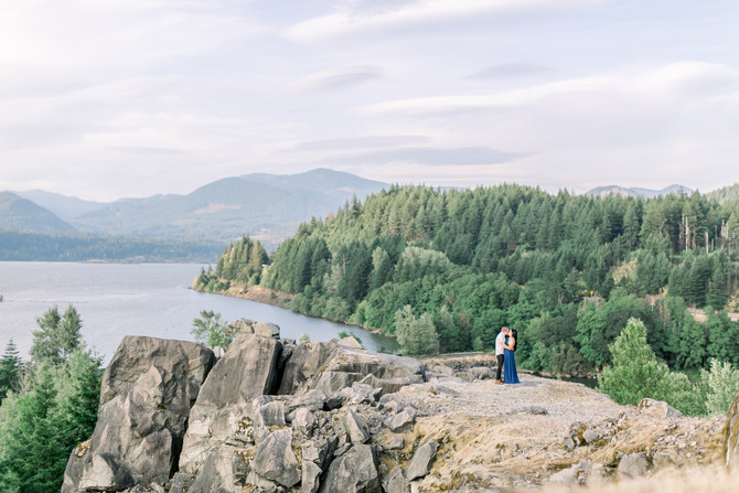 David & Jessica | Columbia River Gorge Engagement Session