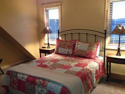 Log Home upstairs queen bedroom