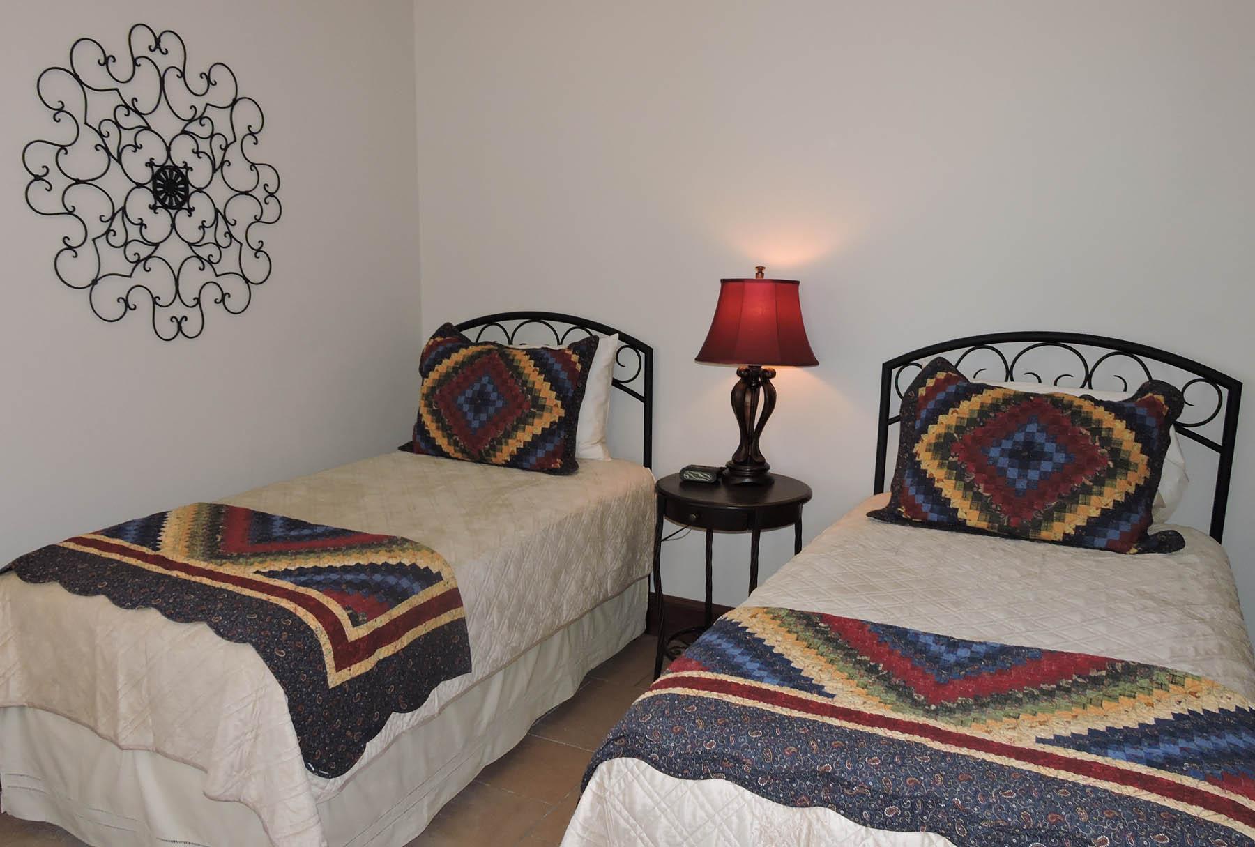 Lafayette Suite twin bedroom