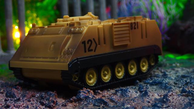 サニーデイズエンターテインメントエリートフォースM113砂漠装甲車–アクションフィギュアとリアルなアクセサリーを備えたプレイセット|子供のための軍用おもちゃセット Sunny Days Entertainment Elite Force M113 Desert Armored Vehicle – Playset with Action Figure and Realistic Accessories | Military Toy Set for Kids