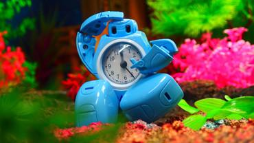淺藍色:机器人变形闹钟:ロボット変形目覚まし時計:水色