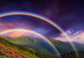 Double arc-en-ciel montagne