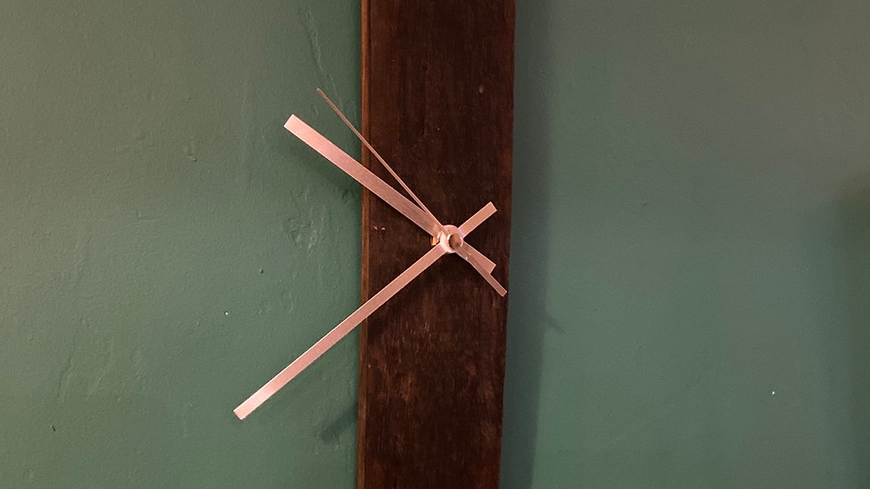 Wall hanging whisky stave clock