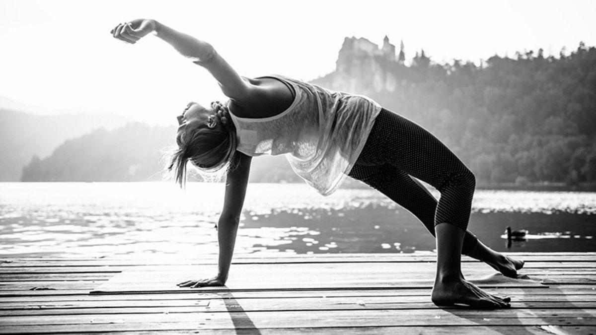 yoga,-gymnastique,-jetee,-lac,-photo-noir-et-blanc-255966