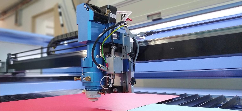 Sistema de corte grabado láser metal y no metal detalle al Cabezal dual de enfoque automático