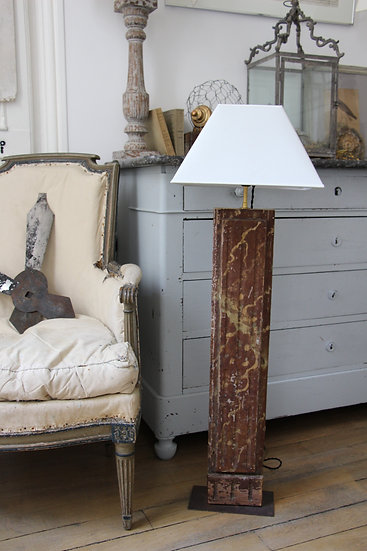 Boiseries colonnes XVIIIe, peintes en faux marbres et montées en lampes