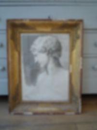 Portrait académique d'homme a l'antique, fusain, cadre en bois sculpté doré a palmettes XIXe