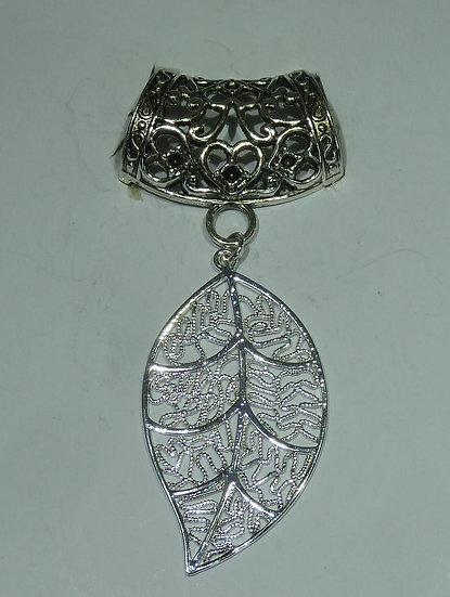 Scarf Pendant - Filigree Leaf
