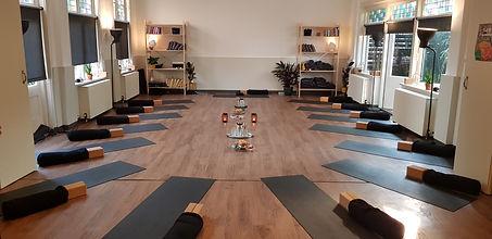 De sfeervolle studio van Yoga Studio Apeldoorn