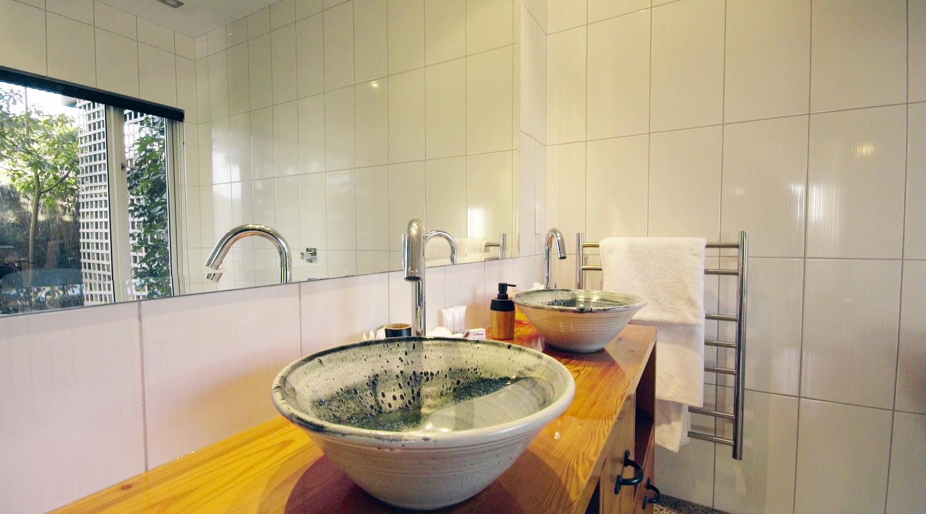 Sunlover Estuary Suite Bathroom