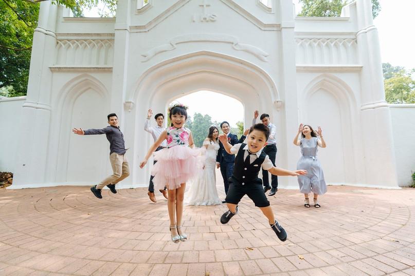 bambini-salto-festa-comunione