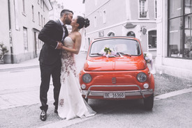 auto-sposi-bacio