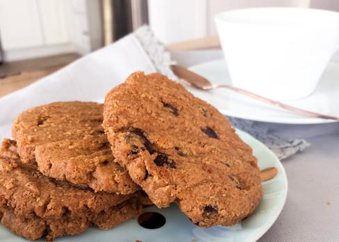 Biscuits déjeuner au beurre de noix & au chocolat noir sans farine