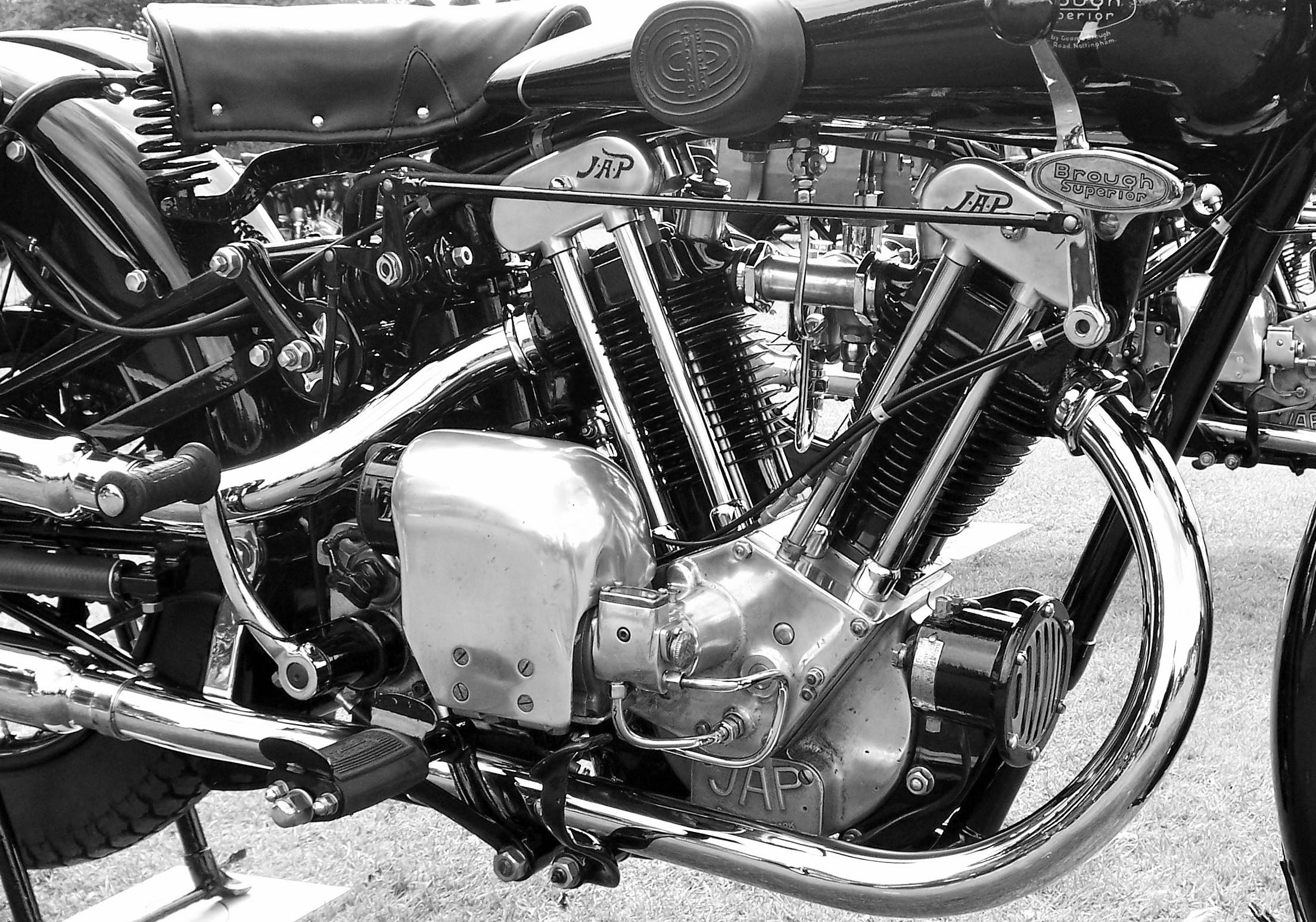 Brough Superior 680 Black Alpine