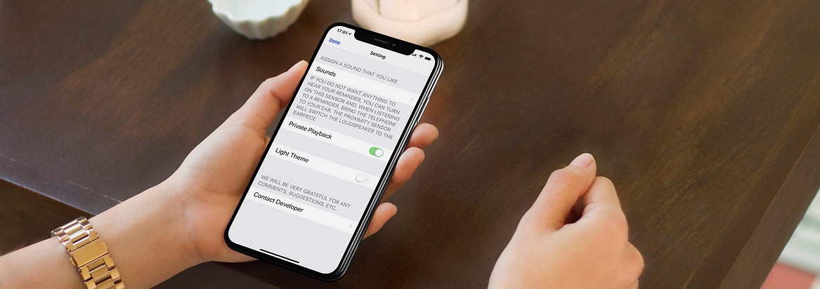 iphone-x-mockup-being-used-in-a-dinner-t