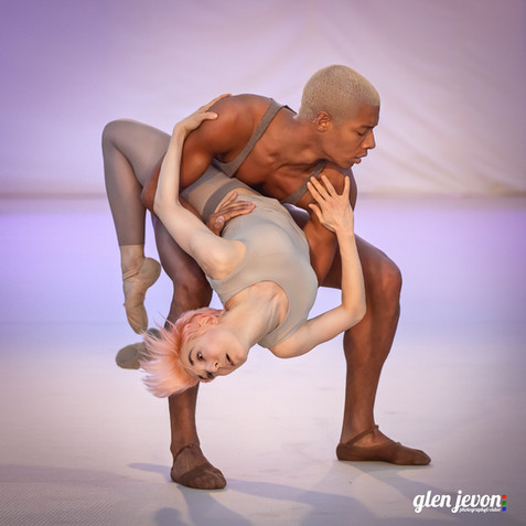 Louis McMiller and Daniela Neugebauer performing a contemporary ballet piece