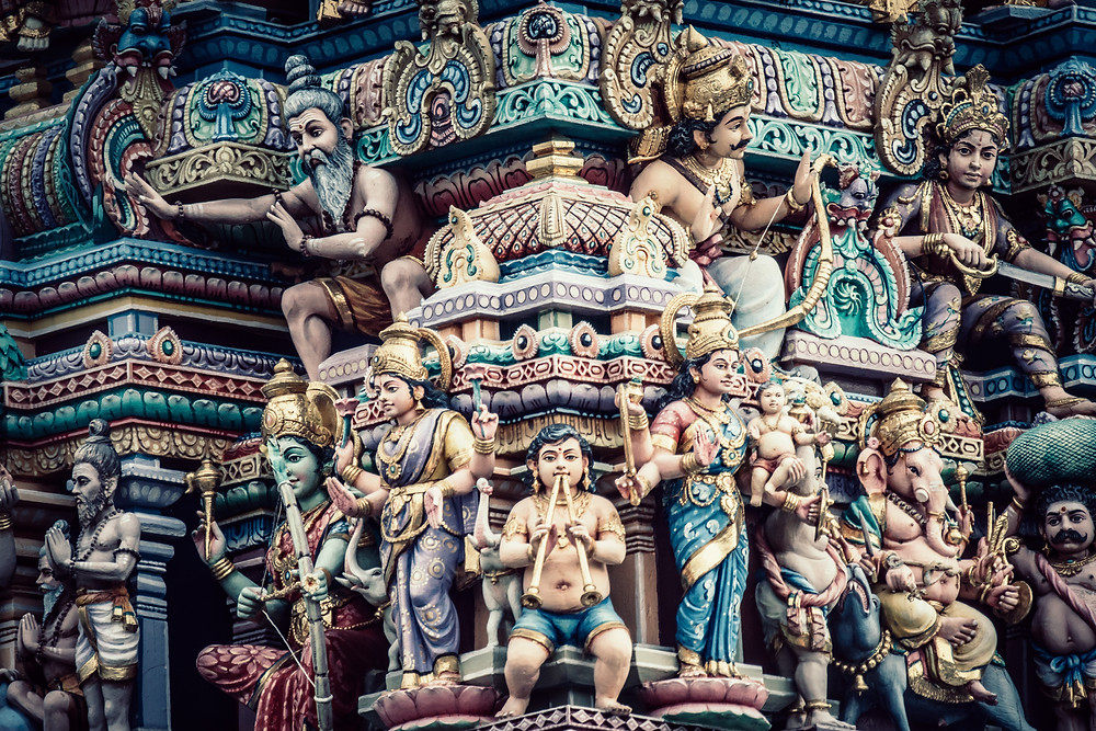 """Nella Bhagavad-Gita, il """"Canto del Beato"""" , si trovano i primi chiari riferimenti alle diverse vie dello Yoga"""