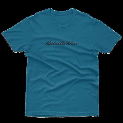 Camiseta Cursiva Madmille Wear Cursive Azul Pacífico Pacific blue