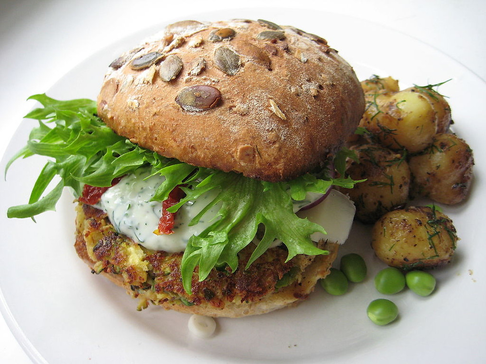 1024px-Veggie_burger_miikkahoo_flickr_creative_commons
