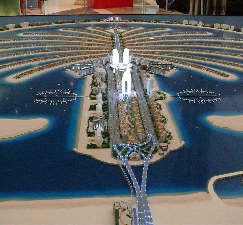 Hire a driver to visit Palm Jumeirah
