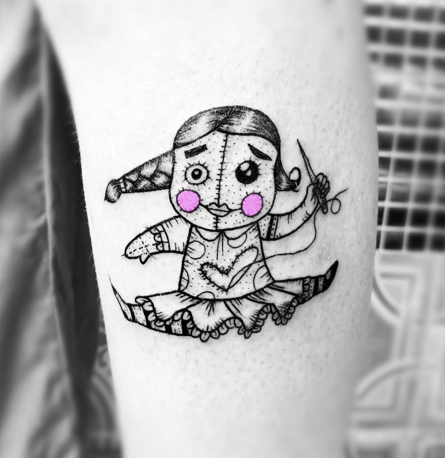 Frederic Agid-tatouage-poupee.jpg