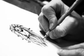 Frederic Agid-tatouage-main-crayon.jpg