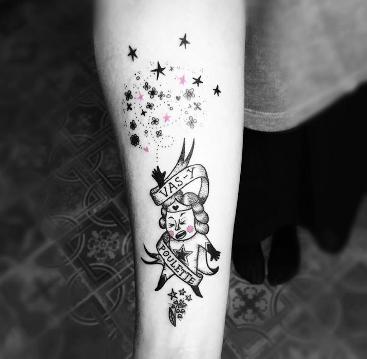 Frederic Agid-tatouage-poulette.jpg