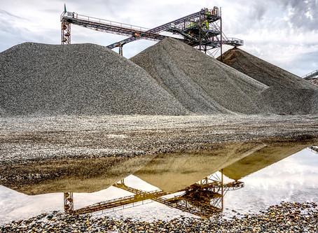 Quais as fases, procedimentos e resultados de um projeto de mineração?