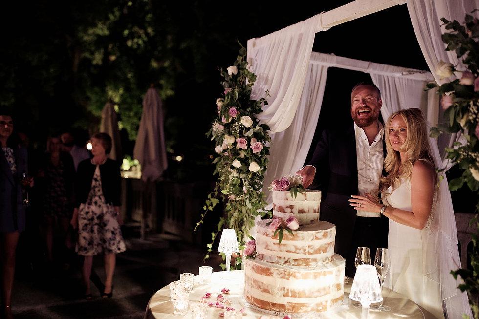 33. Cutting the wedding cake on Como Lak