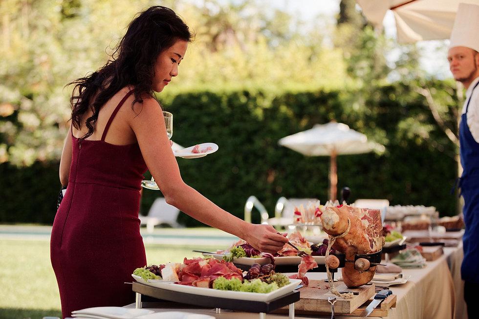 16. Delicius wedding food on Como Lake.j