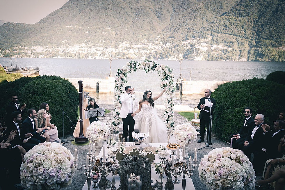 18 Beautiful wedding flowers at Villa Er