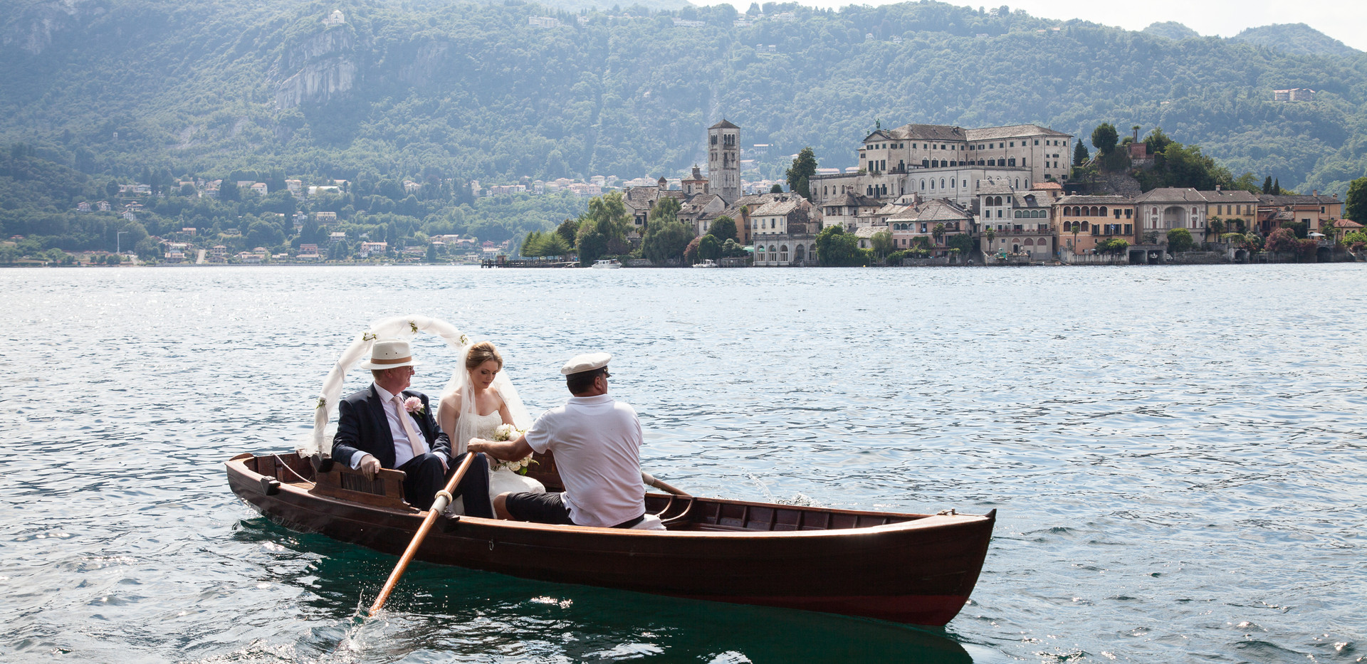 3. Rowing boat for the bride on Lake Ort