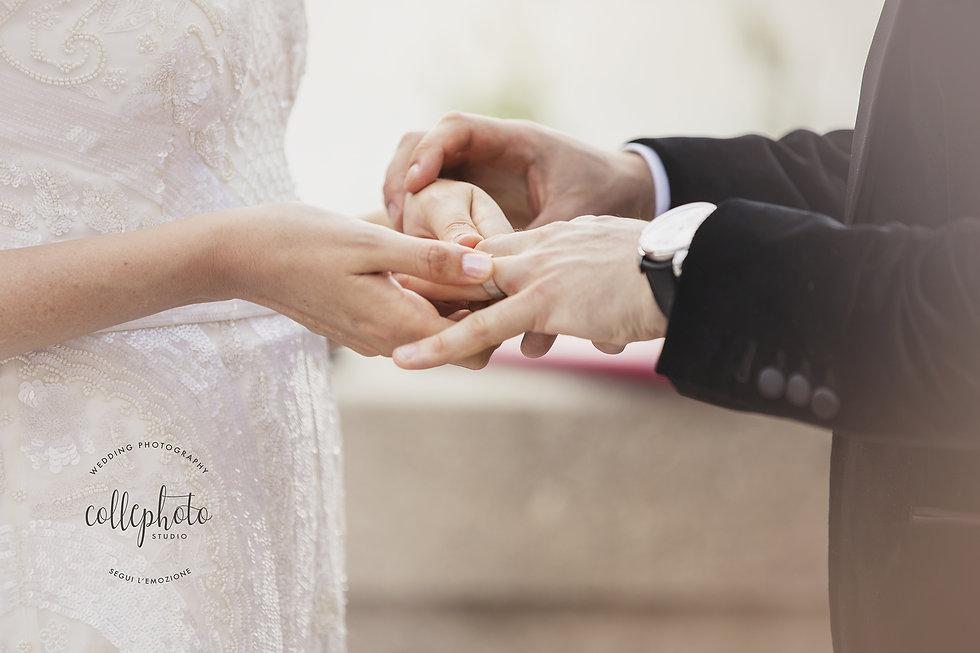 8. Exchange of rings. Italy wedding.jpg