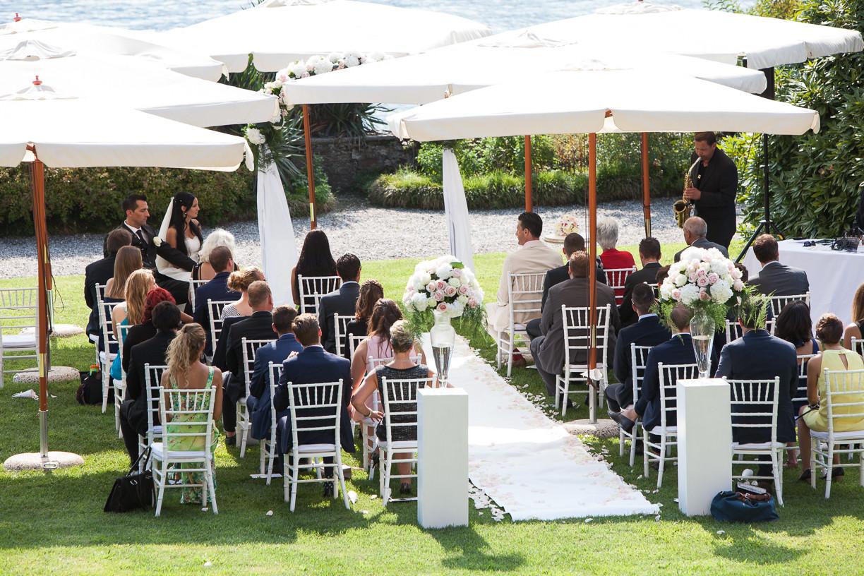 Ceremony on the lawn at Villa Rusconi