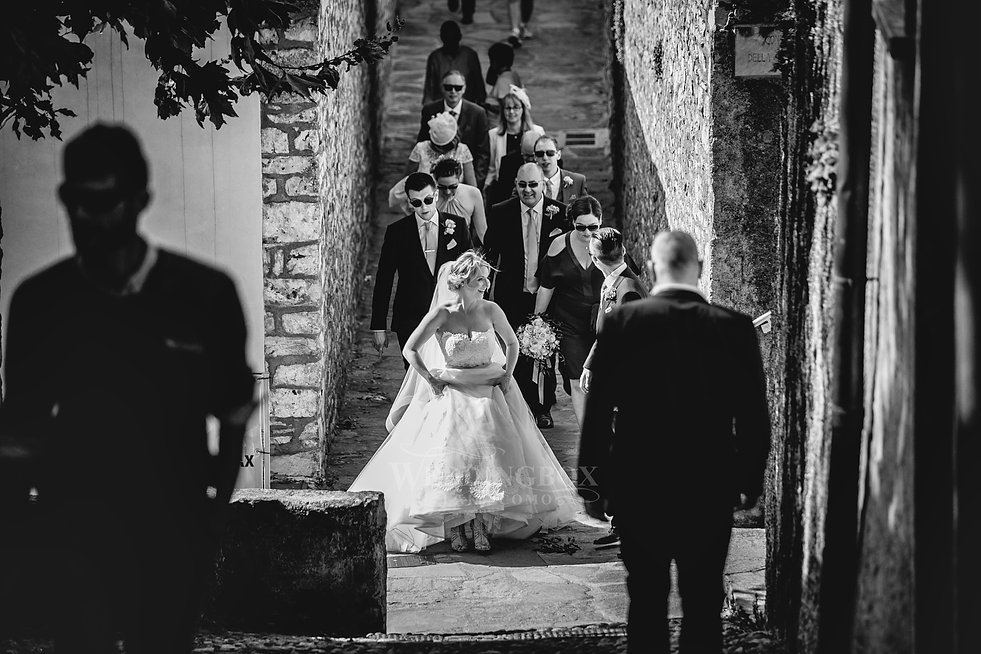 27. Varenna streets wedding photos.jpg