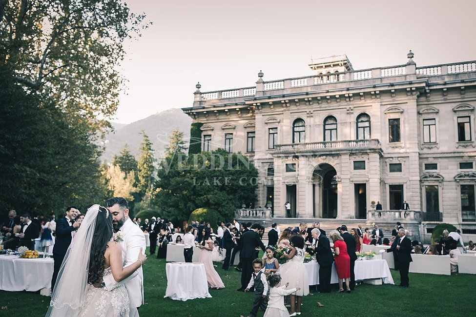 26 Villa Erba Wedding Buffet in the Park