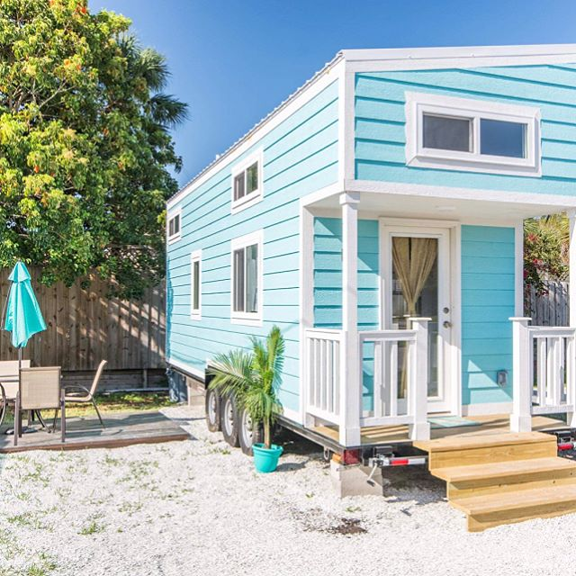 Tiny Slideshow of our Aqua Oasis Tiny House 🐬🙌🏻📽 Take a flip through this slideshow and tag some