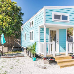 Tiny Slideshow of our Aqua Oasis Tiny House 🐬🙌🏻📽 Take a flip through this slideshow and tag some